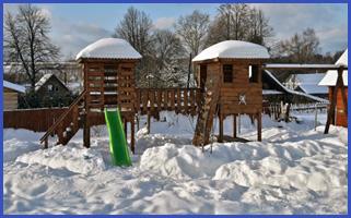 Горка на комплексе для детей зимой